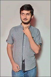 Student Mohammed Anas from Pakistan in grey shirt and blue jeans